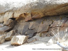 A near horizontal applite dyke intruded beneath previously embedded granite.